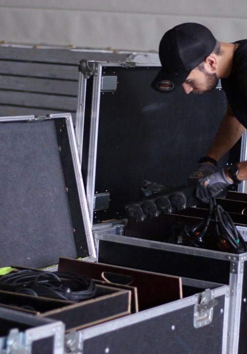 Techniker in der Probehalle